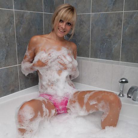 lili-bubble-bath-2