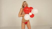 lili-festiveballooncap-2