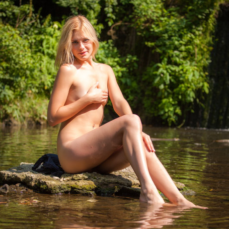 lili-riverbank-2