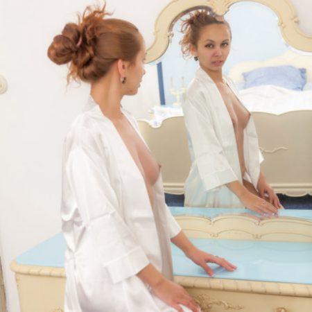 freya-mirror-2